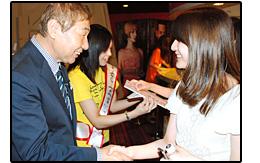 サプライズイベント:握手