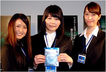 当選者斎藤さん、ミスシフトワークス2013の長島さん、鈴木さんのスリーショット